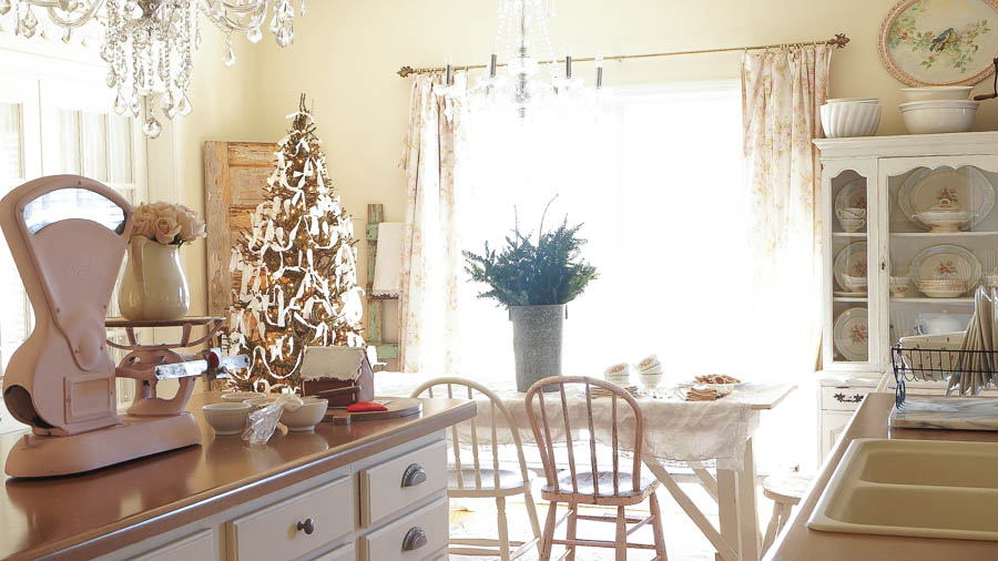 White Lace Cottage Christmas Home Tour-147