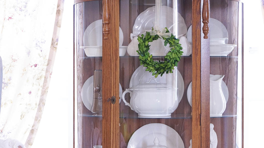 white lace cottage holiday christmas home tour shabby chic-08005