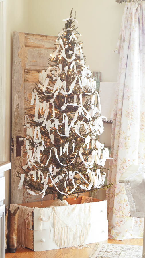 White Lace Cottage Christmas Home Tour-101