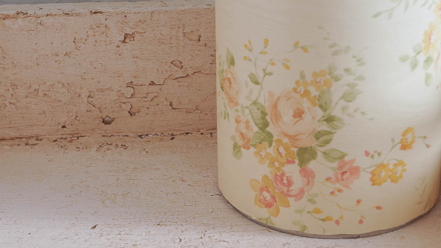 Utensil Holder With Shabby Style