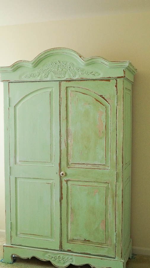 white lace cottage heirloom traditions paint how to add authentic chippy patina to furniture (13 of 33)