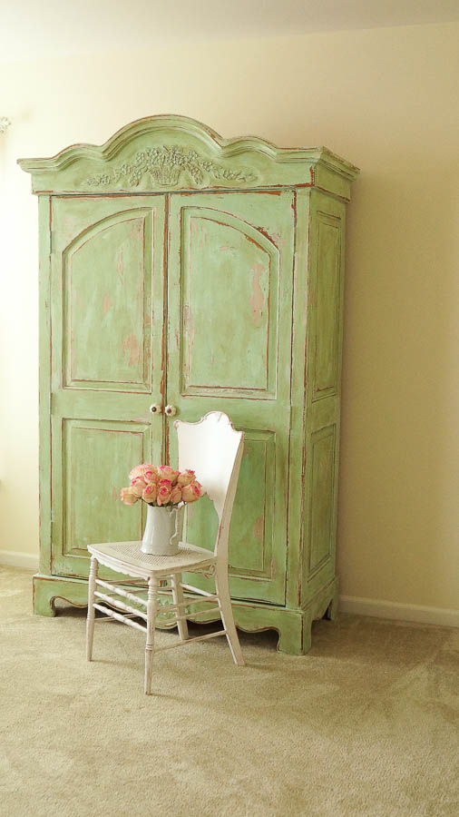 white lace cottage heirloom traditions paint how to add authentic chippy patina to furniture (14 of 33)