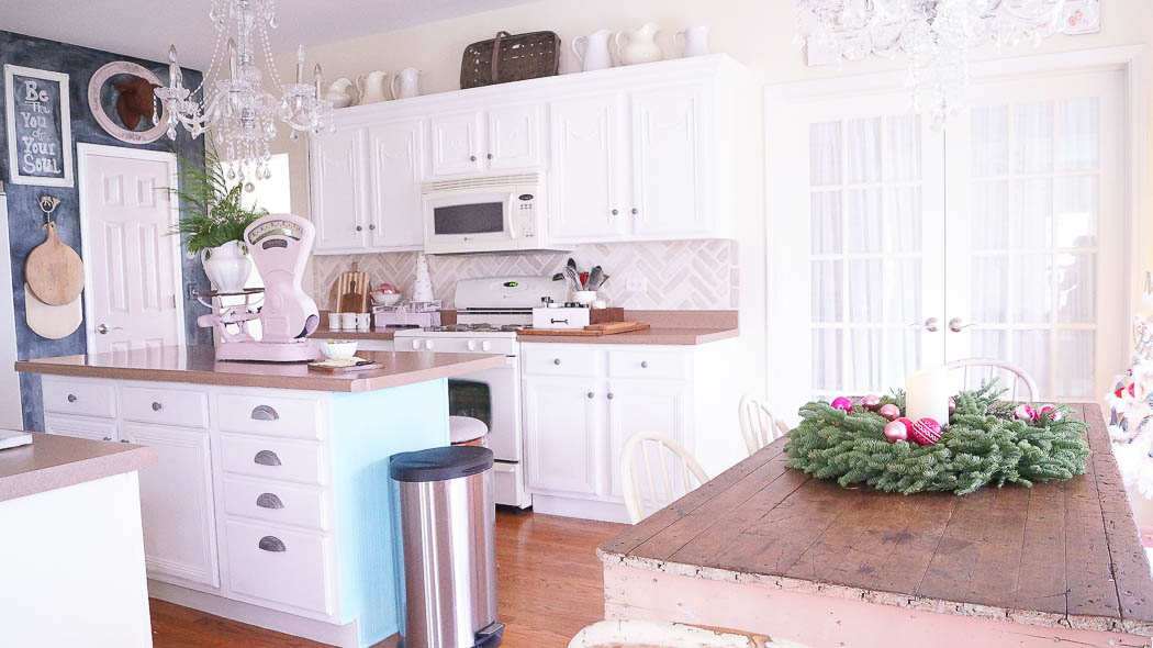 Decorating a kitchen for the holidays|White Lace Cottage
