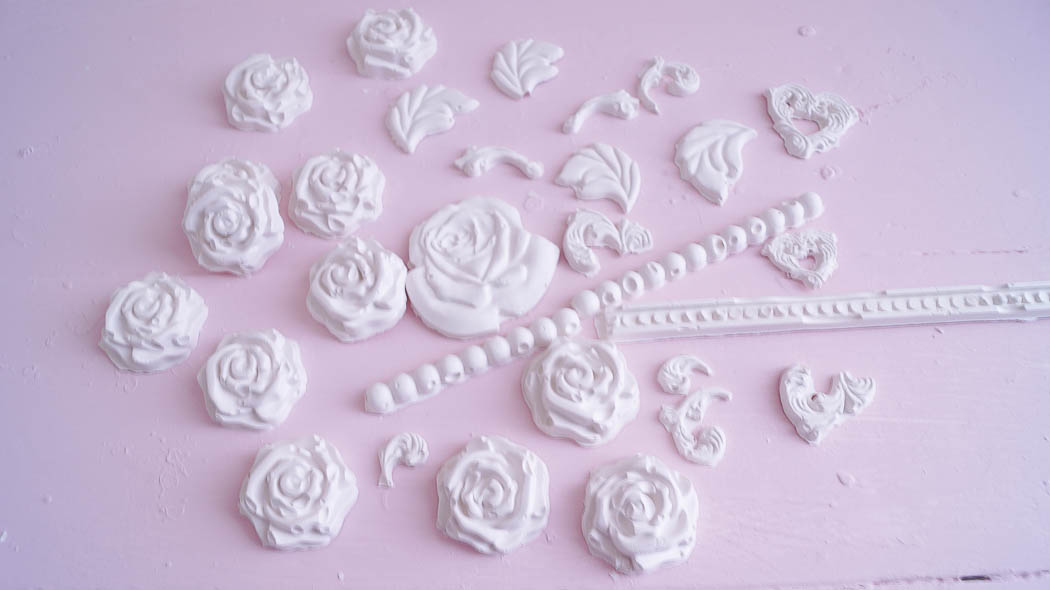 How to make appliques from plaster and candy forms-09171