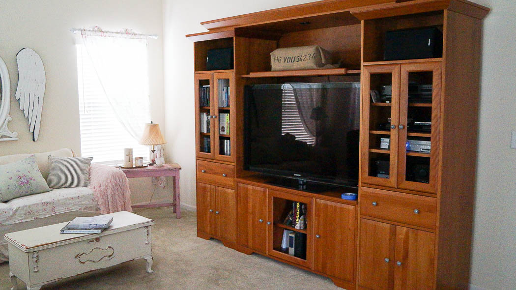 updating an entertainment center using appliques-05437