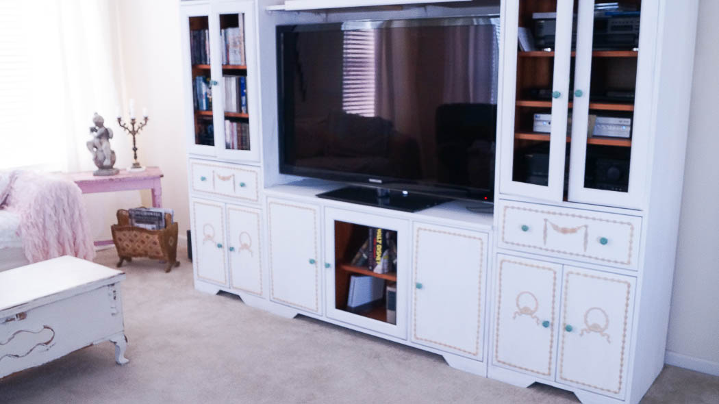 updating an entertainment center using appliques-08725