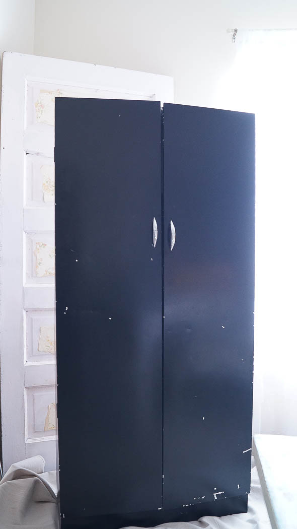 This Pantry Door Update Was Super Easy To Do! Using A Little Paint And  Appliques