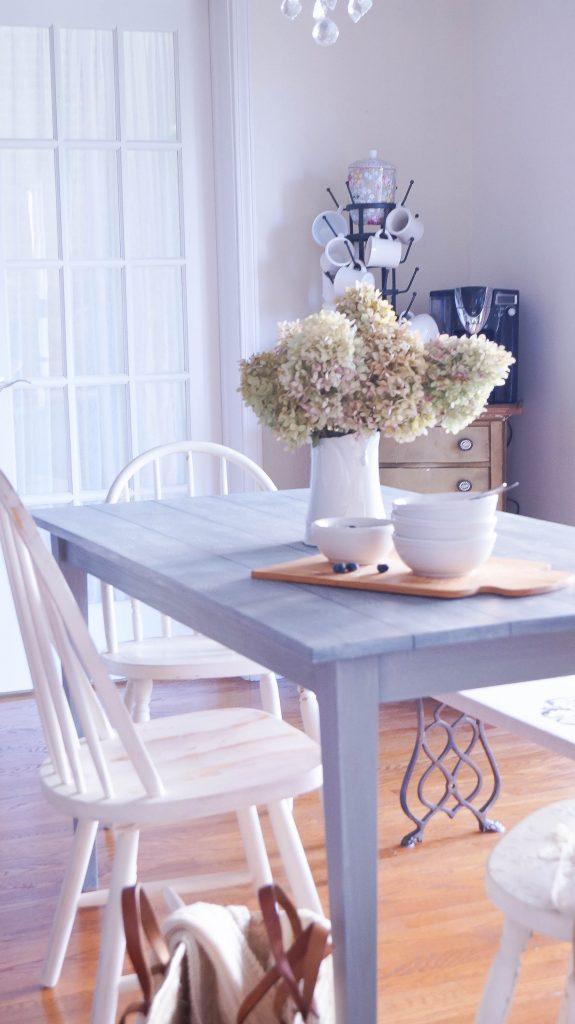 how-to-dry-brush-furniture-using-wax-03509