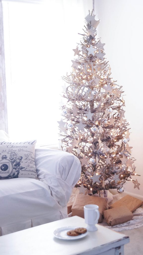 christmas-decorating-ideas-on-a-budget